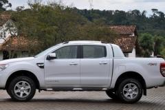 a-imprensa-brasileira-a-ford-preferiu-dar-enfase-na-versao-top-a-diesel-a-limited-32-4x4-que-voce-ve-nas-fotos-1341196301040_956x500